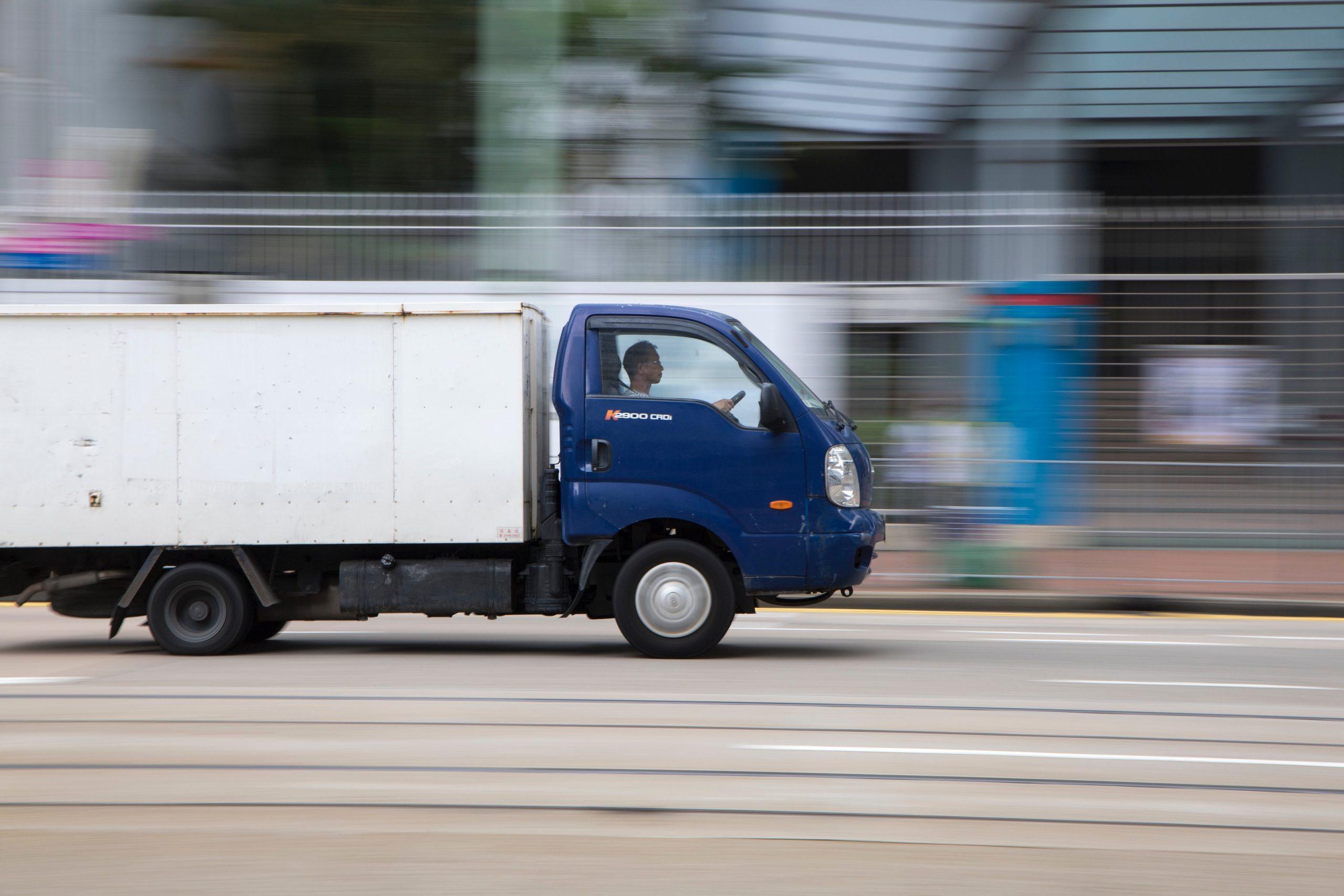 expressz szállítás teherautó